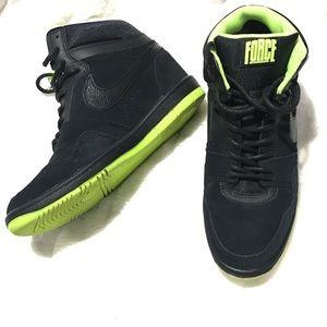 CLEAN Nike AirForce Sneaker 644413006BLK/GRN Women